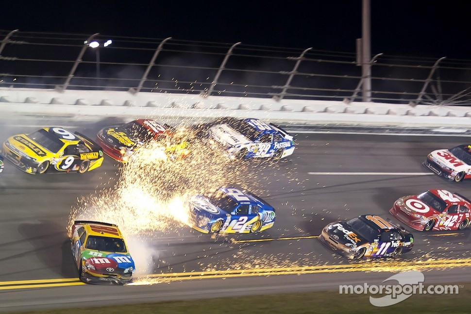 Kyle Busch, Joe Gibbs Racing Toyota gets loose in the lap-74 crash