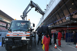 Daniel Ricciardo, Scuderia Toro Rosso stopped on the track and the car was returned to the pits