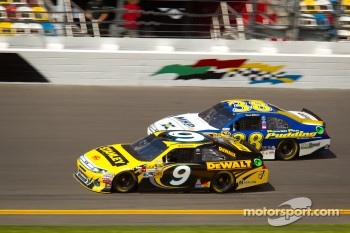 Marcos Ambrose, Richard Petty Motorsport Ford, David Gilliland, Front Row Motorsports Ford