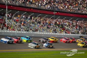 Carl Edwards, Roush Fenway Racing Ford leads the field
