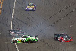 Tayler Malsam, TriStar Motorsport Toyota and Denny Hamlin, Joe Gibbs Racing Toyota crash