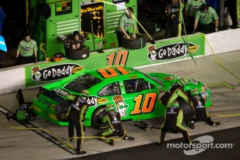Danica Patrick, Stewart-Haas Racing Chevrolet in the pits with damage