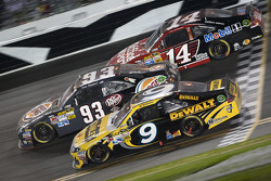 Marcos Ambrose, Richard Petty Motorsports Ford,Landon Cassill, BK Racing Toyota and Tony Stewart, Stewart-Haas Racing Chevrolet