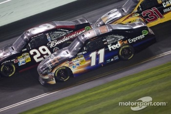 Kevin Harvick, Richard Childress Racing Chevrolet and Denny Hamlin, Joe Gibbs Racing Toyota