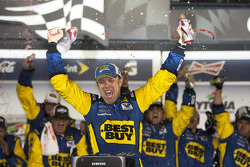 Victory lane: race winner Matt Kenseth, Roush Fenway Racing Ford celebrates