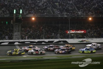 Restart: Matt Kenseth, Roush Fenway Racing Ford leads the field