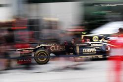 Lotus practice pit stops