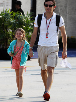 Pedro De La Rosa, HRT Formula 1 Team with his daughter