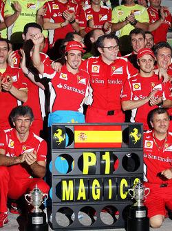Race winner Fernando Alonso, Ferrari celebrates with Stefano Domenicali, Ferrari General Director and the team