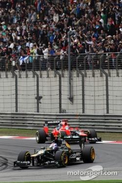 Vitaly Petrov, Caterham leads Timo Glock, Marussia F1 Team