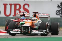Paul di Resta, Sahara Force India leads Fernando Alonso, Ferrari