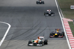 Paul di Resta, Sahara Force India leads Sebastian Vettel, Red Bull Racing