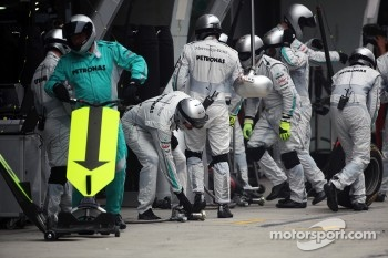 Mercedes mechanics after the pit stop of Nico Rosberg, Mercedes AMG F1