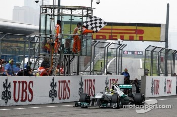 Race winner Nico Rosberg, Mercedes AMG F1 celebrates as he takes the takes the chequered flag at the end of the race