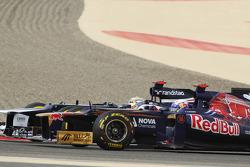 Daniel Ricciardo, Scuderia Toro Rosso and Pastor Maldonado, Williams