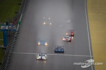 Restart: #8 Starworks Motorsport Ford Riley: Ryan Dalziel, Enzo Potolicchio leads the field