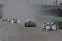#8 Starworks Motorsport Ford Riley: Ryan Dalziel, Enzo Potolicchio leads the DP field on lap one