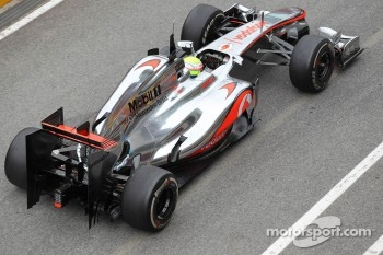 Oliver Turvey, McLaren Mercedes  with new engine cover