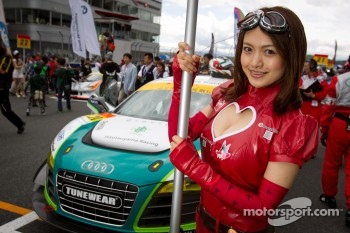 Race queen for #20 Hitotsuyama Racing Audi R8 LMS