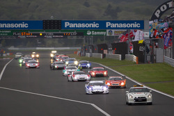 Safety car leads the field on pace lap