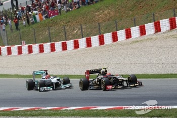 Kimi Raikkonen, Lotus F1 and Michael Schumacher, Mercedes AMG F1 at the start of the race
