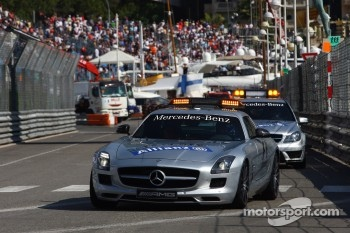FIA Safety Car leads the Medical Car