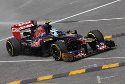 Jean-Eric Vergne, Scuderia Toro Rosso runs wide