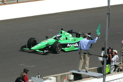 Bob Jenkins waves the green flag for Carb Day