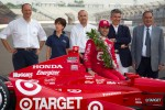 Winners photoshoot: Dario Franchitti, Target Chip Ganassi Racing Honda with the Dallara team