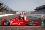 Winners photoshoot: Dario Franchitti, Target Chip Ganassi Racing Honda with team manager Mike Hull