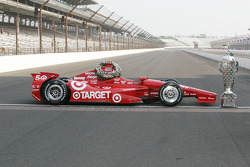 Winners photoshoot: The car of Dario Franchitti, Target Chip Ganassi Racing Honda
