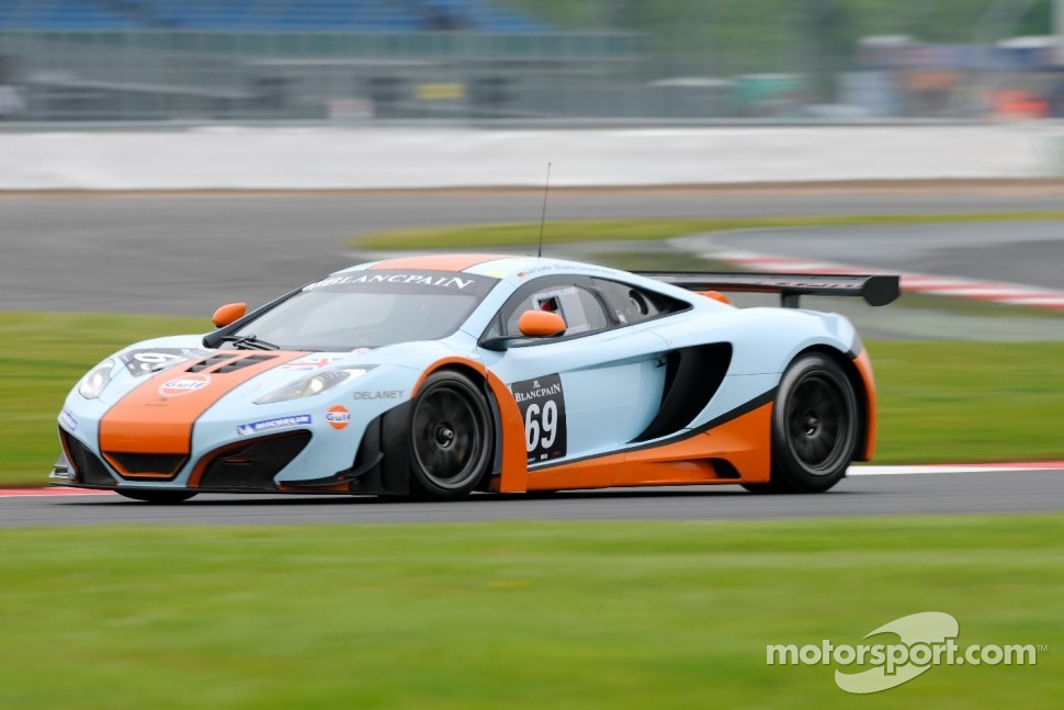 #69 Gulf Racing UK McLaren MP4-12C GT3: Roald Goethe, Jamie Campbell-Walter
