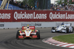Helio Castroneves, Team Penske Chevrolet, Sébastien Bourdais, Dragon Racing Chevrolet
