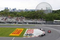 Bruno Senna, Williams; cp and Kamui Kobayashi, Sauber F1 Team