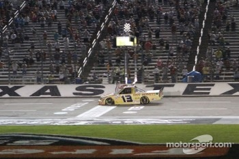 Johnny Sauter wins the WinStar World Casino 400