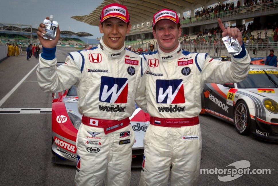 GT500 winners Takashi Kogure and Carlo Van Dam celebrate