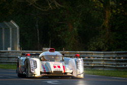 奥迪乔斯特车队1号奥迪R18 e-tron quattro赛车:安德烈·洛特勒、博努瓦·特鲁耶、马塞尔·法斯勒