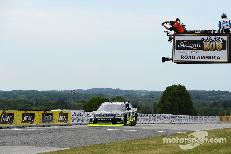 Nelson Piquet Jr. takes the win