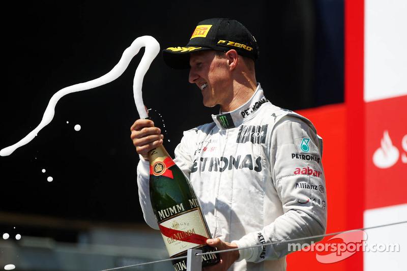 Michael Schumacher, Mercedes AMG F1, feiert Platz 3 auf dem Podium