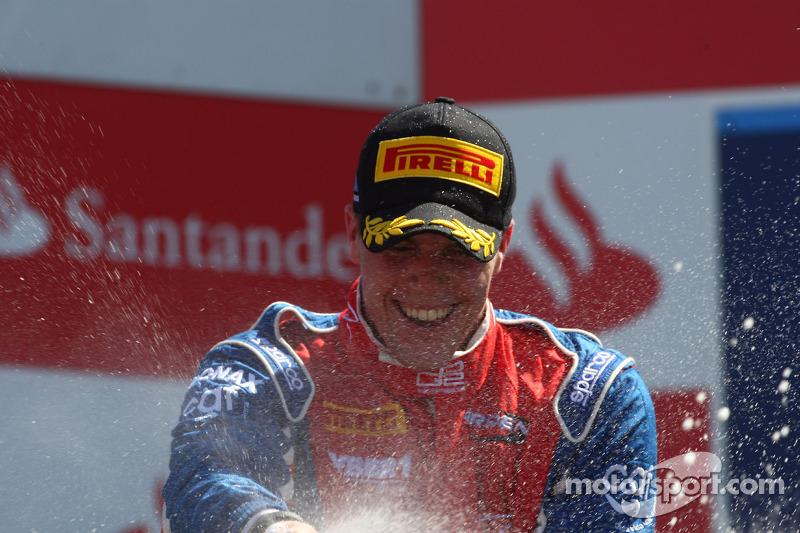 Podium: race winner Luiz Razia