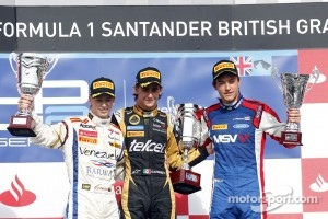 Podium: race winner Esteban Gutierrez, second place Johnny Cecotto, third place Jolyon Palmer