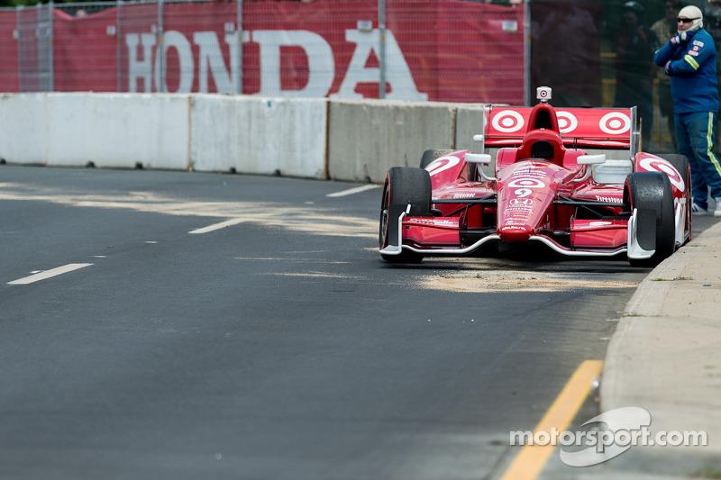 The abandoned car of Scott Dixon, Target Chip Ganassi Racing Honda