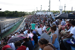 Wall Speedway atmosphere