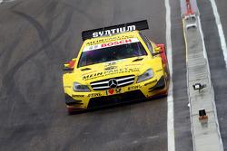 Sunday Quarter Finals Gary Paffett, Team HWA AMG Mercedes, AMG Mercedes against David Coulthard, Mücke Motorsport, AMG Mercedes C-Coupe