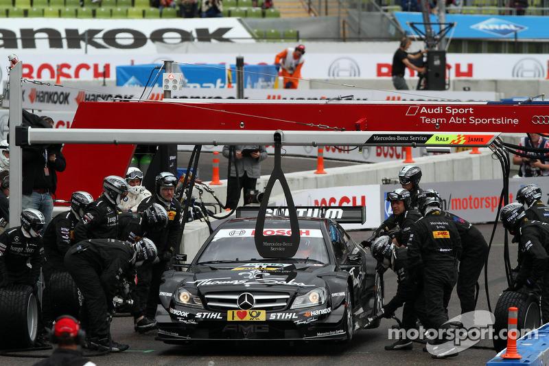 Semi Finals Gary Paffett, Team HWA AMG Mercedes, AMG Mercedes against Mattias Ekström, ABT Sportsline Audi A5 DTM pitstop