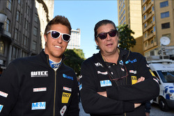 Autograph session, Pepe Oriola, SEAT Leon WTCC, Tuenti Racing Team and his father