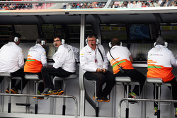 Bradley Joyce, Sahara Force India F1 Race Engineer and Otmar Szafnauer, Sahara Force India F1 Chief Operating Officer on the pit gantry