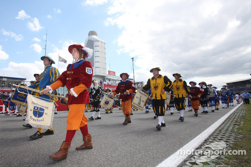 A parade on the circuit
