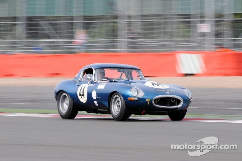 Jaguar E-Type challenge action