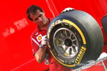Scuderia Ferrari mechanic, Pirelli tire